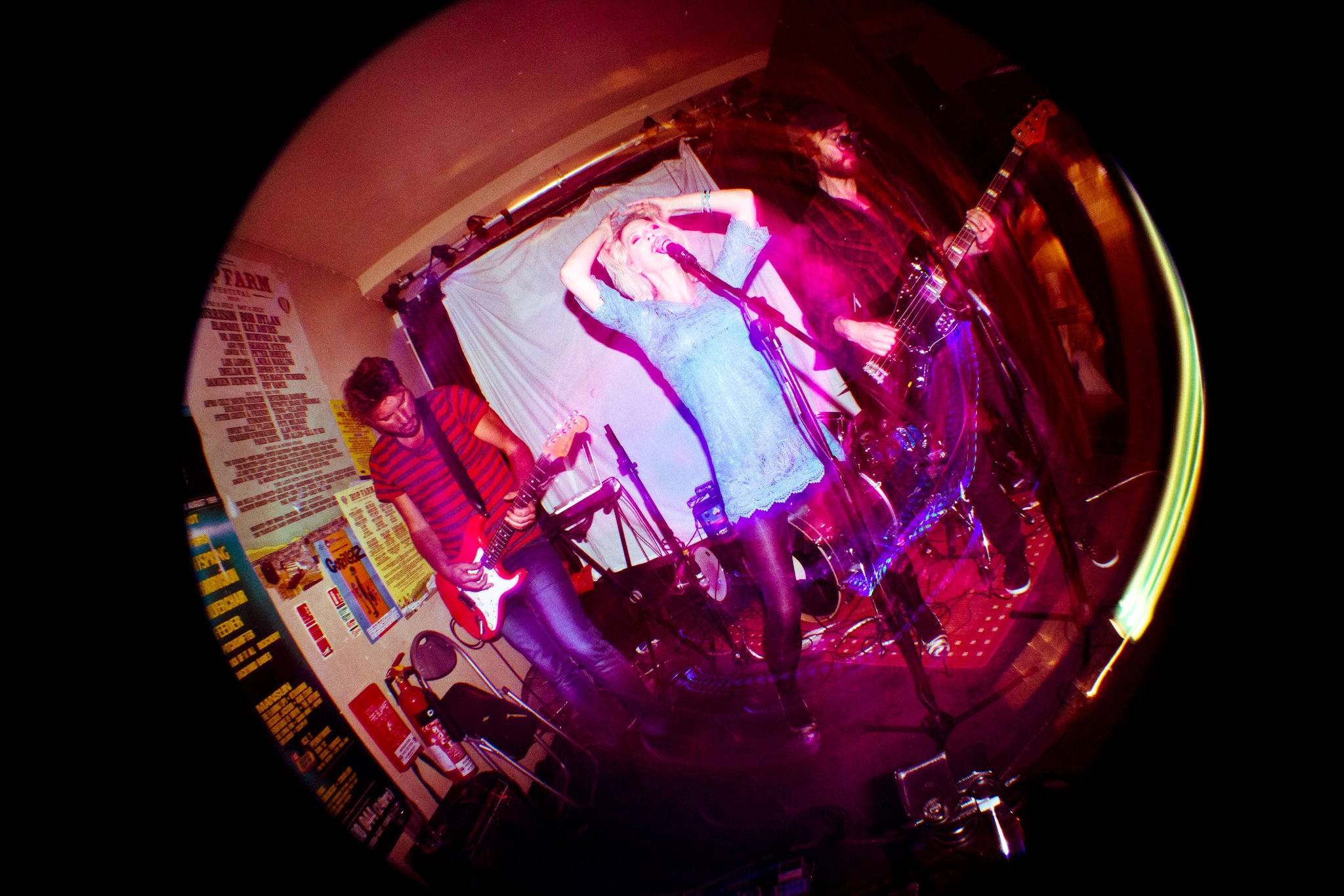 Avakhan live at Powers Bar in London